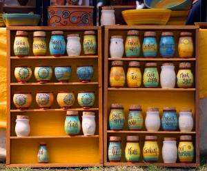 verschiedene Bunde handgemachte Vasen aus Keramik